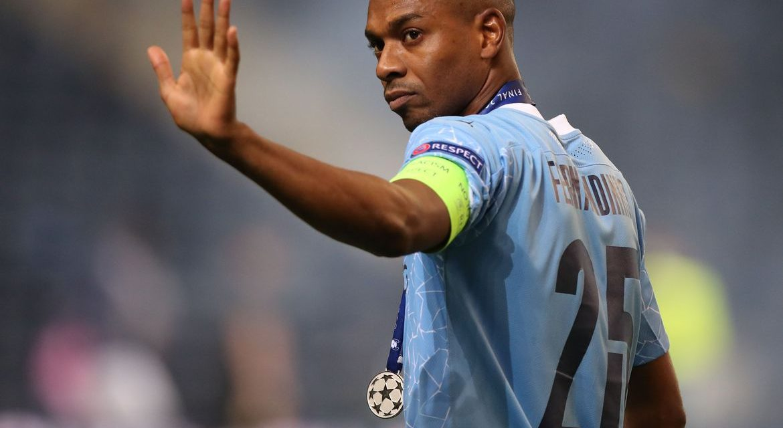 Fernandinho renova contrato com Manchester City por mais um ano