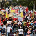 Manifestantes protestam contra Bolsonaro e a favor da vacina em Goiás