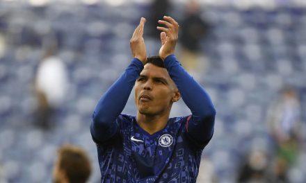 Chelsea anuncia renovação do contrato de Thiago Silva