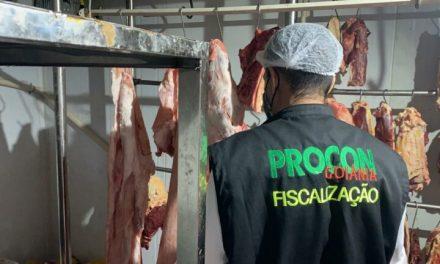 Procon Goiânia encontra carne, queijos, ovos, iogurtes e biscoitos vencidos