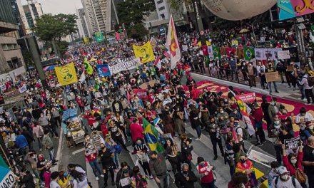 Cidades brasileiras registram manifestações contra corrupção no Governo Federal e por mais vacinas