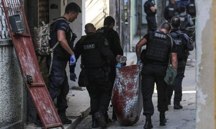 Nº de mortos pela polícia em 2020 no Brasil bate recorde, revela Anuário