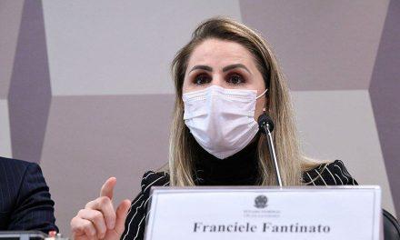 Ex-chefe do PNI defende vacinas e campanhas de controle da pandemia