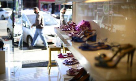 Confianças do comércio e serviços sobem em julho, diz FGV