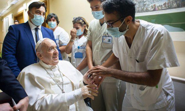 Em recuperação, Papa agradece orações de fiéis por sua saúde