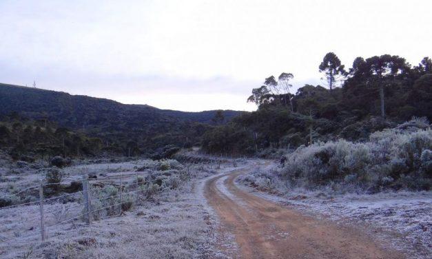Massa de ar polar seca provoca neve e geada no Sul