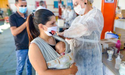 Covid-19: Goiânia vacina três grupos prioritários nesta quinta-feira
