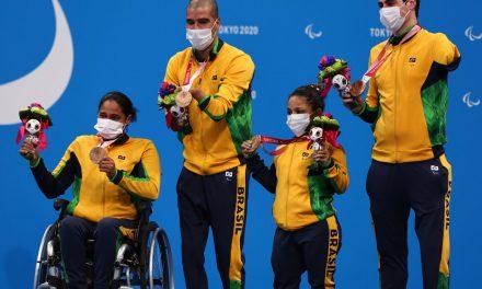 Natação: revezamento misto 4x50m é bronze em Tóquio 2020