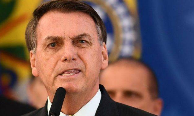 Bolsonaro diz que foi 'obrigado a vetar' distribuição de absorvente; projeto previa verba do SUS