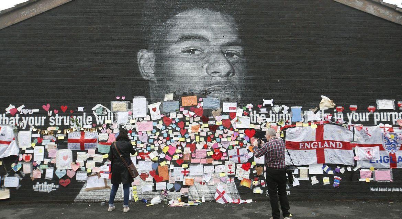 Britânico é condenado por ofensas racistas contra jogadores