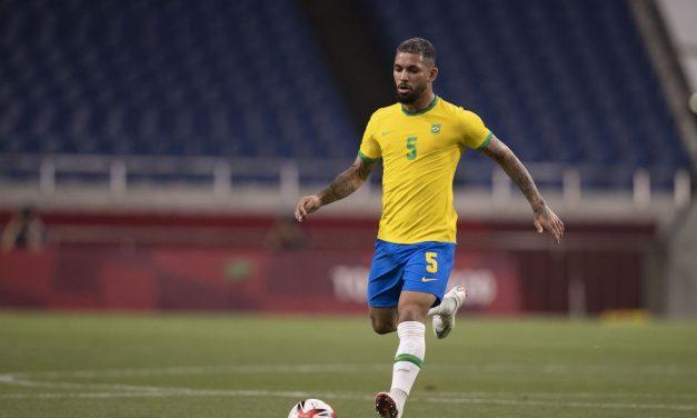 Eliminatórias: Douglas Luiz é convocado para o lugar de Casemiro